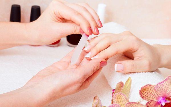 Manikúra, gel lak, shellac či masáž se zábalem