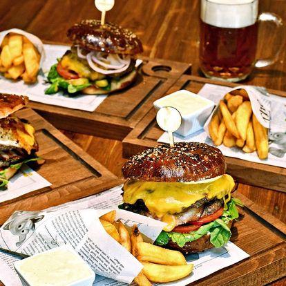 XL burger, hranolky i pivo v holandském pubu