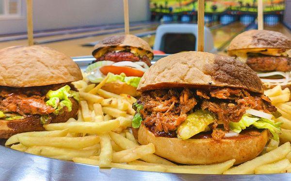 Bowling a bramborové lupínky či burgery s hranolky