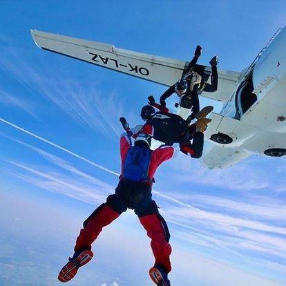 Kompletní výcvik volných pádů AFF ze 4 000 m