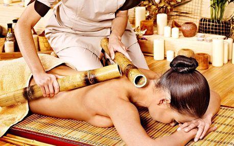 Masáž bambusovými holemi od hlavy po špičky prstů