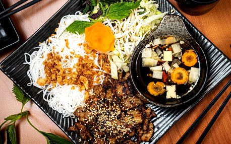Veganské či masové menu pro 2: Pad Thai i Bún Chả