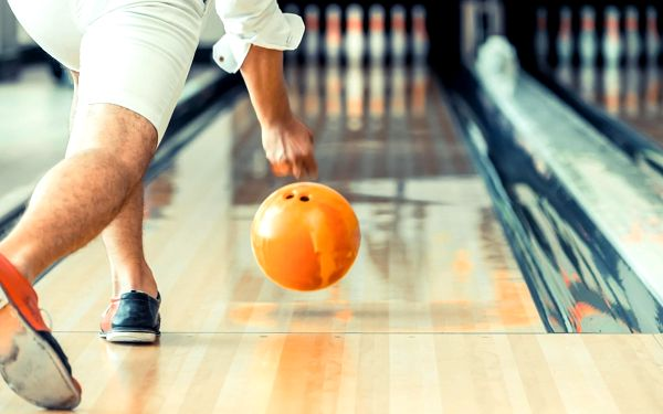 Skvělý večer: bufet all you can eat a bowling pro 4