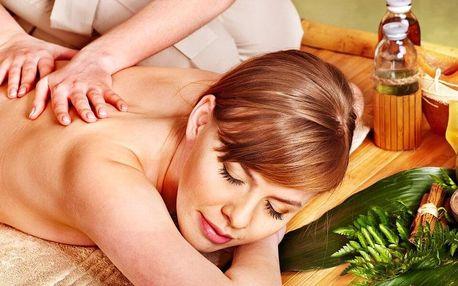 Masáž šíje, zad a ramen přírodními oleji