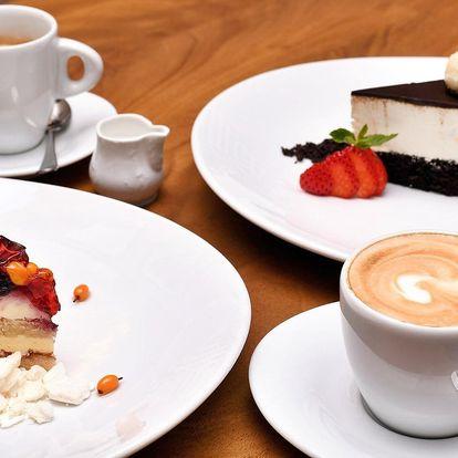Káva a dort podle výběru v kavárně Slavia