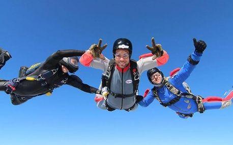 Základní výcvik volného pádu IAFF ze 4 000 m
