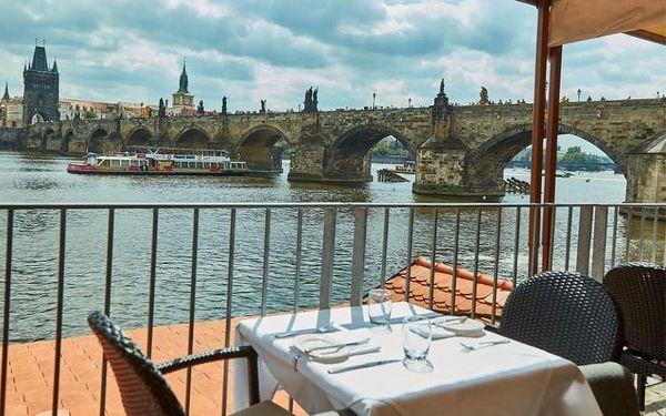 Večeře na Kampě s vyjížďkou na lodi | Praha | Duben - říjen. | 30 min. projížďka + večeře.4
