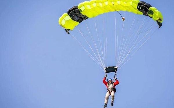 Výcvik parašutismu + tandem skok + 10 min větrný tunel, Vícedenní, počet osob: 1 osoba, Příbram (Středočeský kraj)5