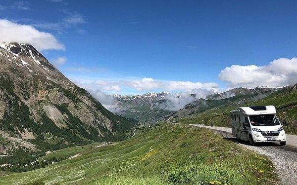 Cestou necestou v moderním karavanu s horskými koly od Anywhere Campers
