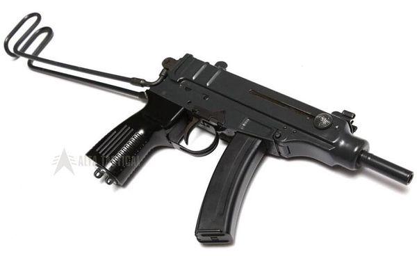 Vojenský operativec: 5 zbraní a 27 nábojů3