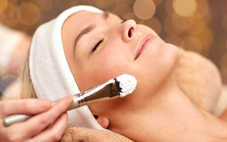 Kompletní kosmetické ošetření pleti včetně masáže
