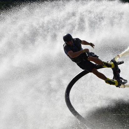 Flyboarding - létání nad vodou