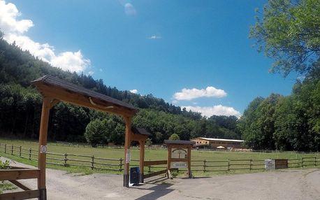Pobyt na 2 noci ve srubu s privátním wellness ve venkovní sudové vířivce na ranči Bučiska