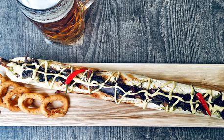 Největší hot dog a dva tupláky piva Radegast