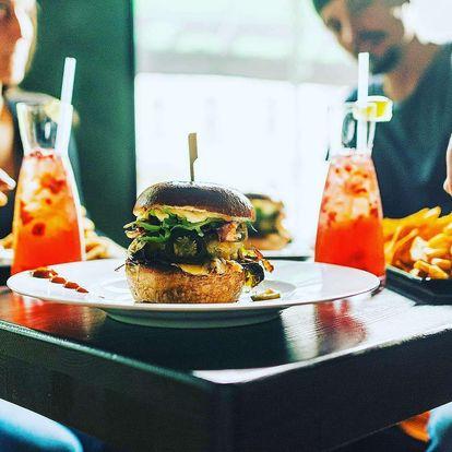Hovězí burger s přílohami a domácí limonádou nebo netradiční hot dog