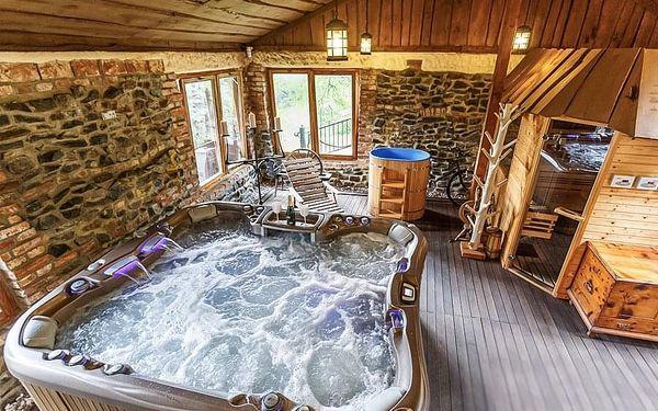 Dovolená v chatě Vlčí doupě se saunou i masážní bazénem pro až 8 lidí v Beskydech