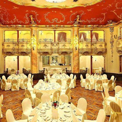 Večeře za doprovodu Mozartovy hudby v sále Boccaccio