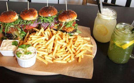 4 miniburgery, hranolky, salát a pití pro 2 os.