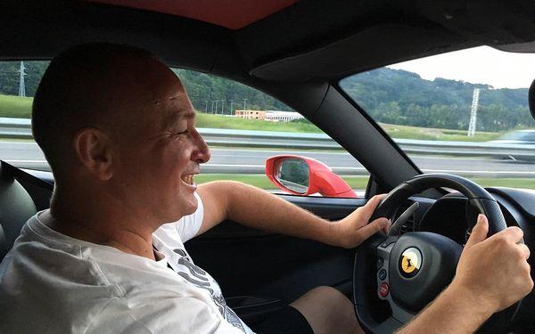 Auto podle výběru: Ferrari nebo Lamborghini na 15 min./15 km4