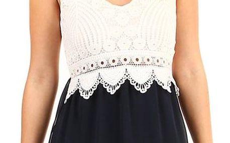 Krátké šaty s krajkovými zády
