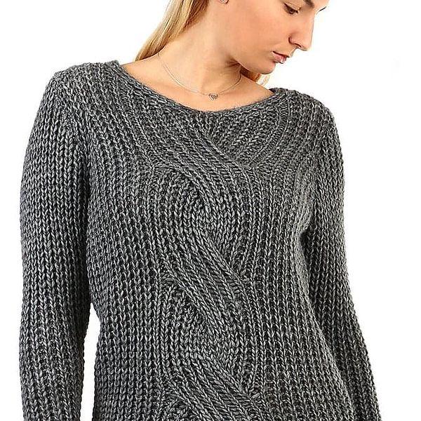 Pletený dámský svetr s copánkovým vzorem2