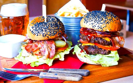 300g burger: hovězí, kuřecí i revoluční beyond