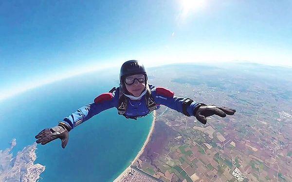 Indoor skydiving s virtuální realitou   Praha   Celoročně (SO, od září 2020 i PO).   1,5 hodiny vč. instruktáže.3