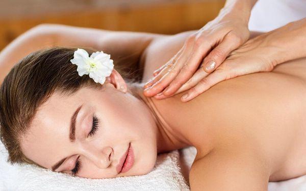 Kancelářská nebo relaxační masáž včetně aromaterapie