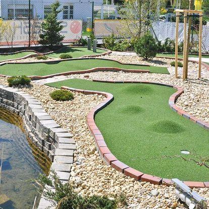 Celodenní vstup na adventure golf až pro 4 osoby