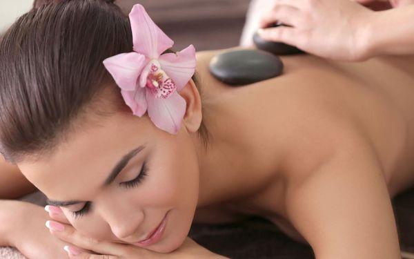 Masáž lávovými kameny i jemná indická masáž hlavy