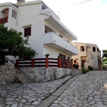 Chorvatsko, Pag: Apartments Paro