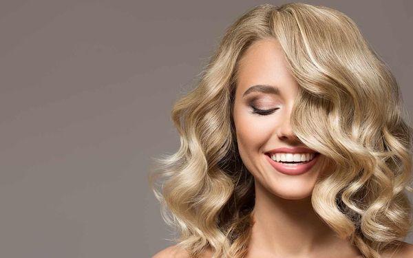 Střih a melírování či barvení vlasů všech délek