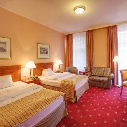 Karlovy Vary: SPA Hotel Lauretta **** s plnou penzí, kávou se zákuskem a až 6 léčebnými procedurami