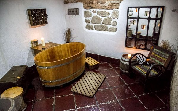 Romantická VIP pivní péče v Křišťálové kapli s večeří pro dva (4 zážitky pro každého)5