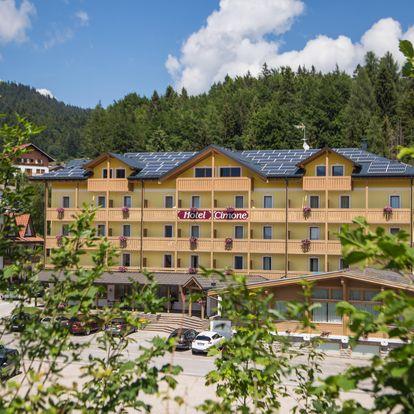Folgaria se skipasem   Hotel Caminetto Mountain Resort*** přímo na svahu   Dítě zdarma   Polopenze