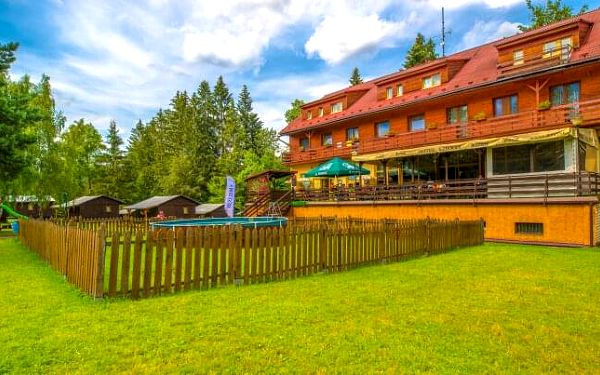Beskydy: Horní Bečva v Hotelu Cherry se vstupem do solné jeskyně a polopenzí + dítě do 12 let zdarma