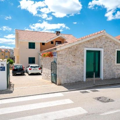 Chorvatsko, Vodice: Apartments Janjac