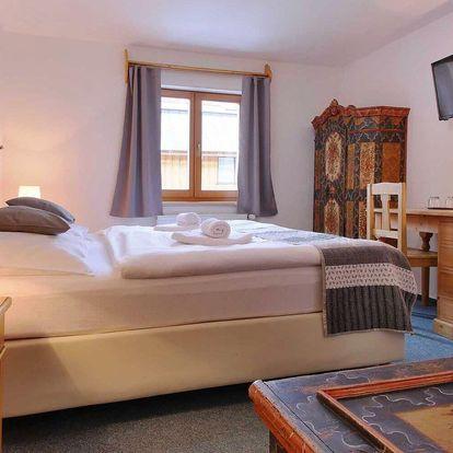 Podzim v Peci: hotel s krkonošským hostincem