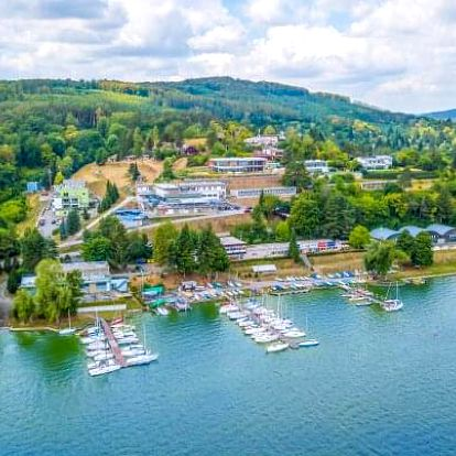 Brněnská přehrada: Hotel Rakovec *** u pláže s polopenzí + vstup do wellness s bazénem a vířivkou