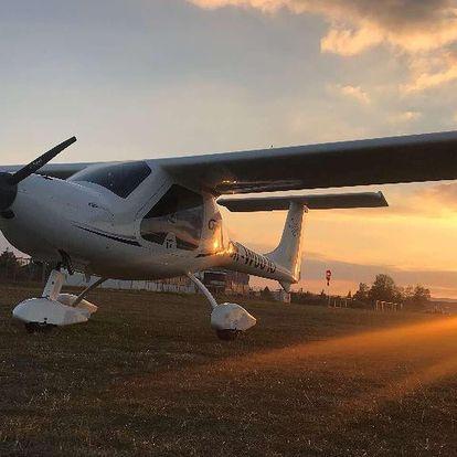 Vyhlídkový let s možností pilotování nad Karlštejnem, Točníkem i Křivoklátem