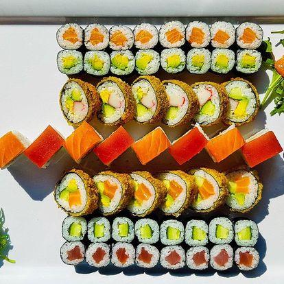46 nebo 67 ks sushi s lososem, avokádem i tuňákem