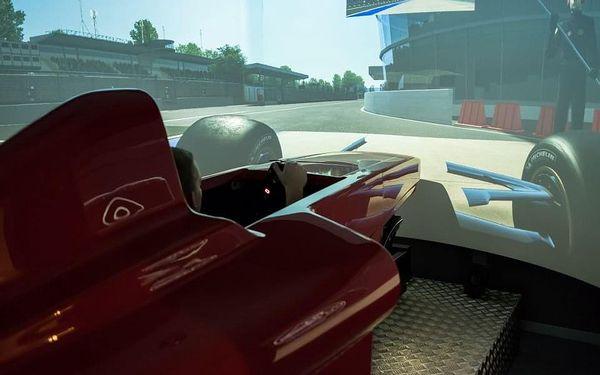 Závody Formule 1 - dva simulátory2