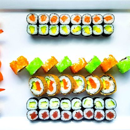 53 ks sushi: krab, krevety, tuňák i losos v tempuře