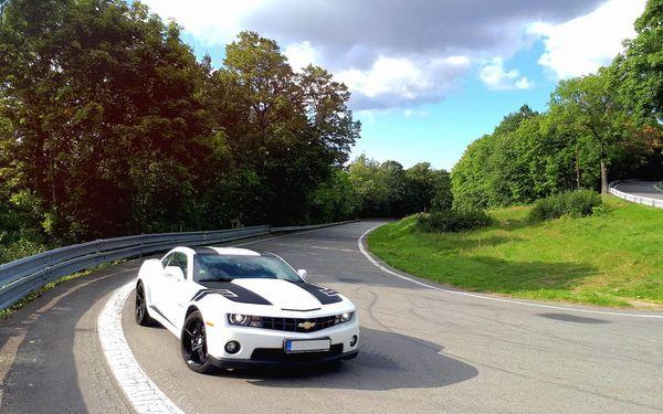 30 min. jako řidič ve voze Mustang GT nebo Camaro SS2