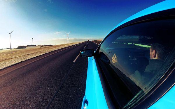 30 min. jako řidič ve voze Mustang GT nebo Camaro SS3