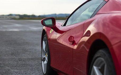 Jízda ve Ferrari na okruhu - až 8 kol na závodním okruhu a maximální rychlost 325 km/h