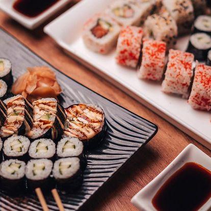 Čtvero sushi menu: losos, krevety, krab i zelenina