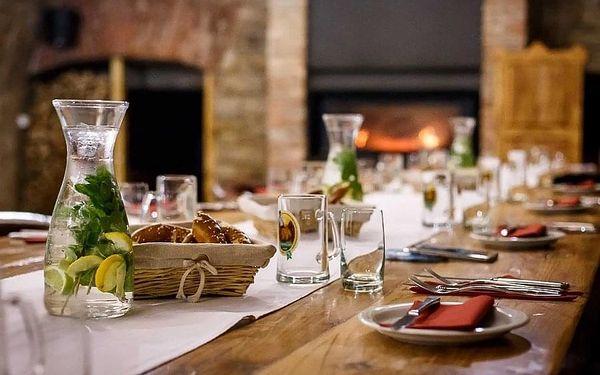 Divadelní hra s gurmánskou večeří v Počernickém pivovaru pro 1 osobu v termínu 8. 12. 20203