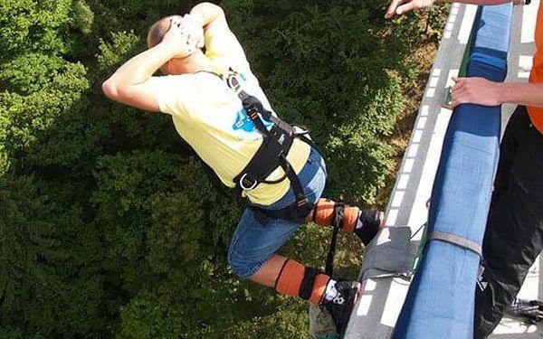 Bungee jumping   Chomutov   Duben – říjen, obvykle v sobotu.   5 min. - 2 hod.3