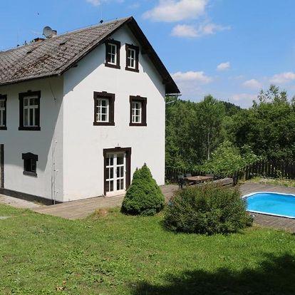 Liberecký kraj: Roubenka nad řekou